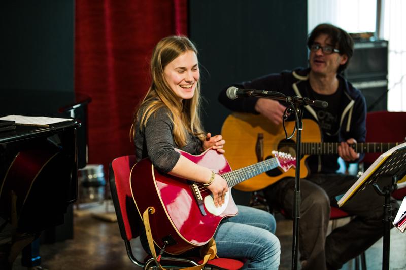 Musikunterricht Musikschule Ermen - Klavierunterricht Gesangsunterricht Gitarrenunterricht Schlagzeugsunterricht Köln