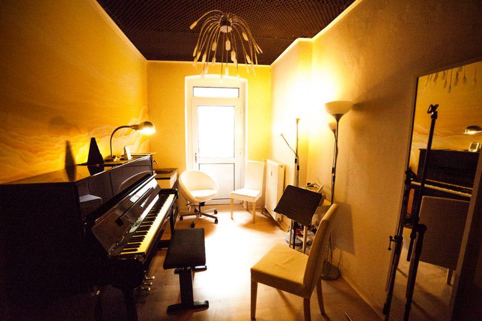 Musikraum zum üben Proberaum Köln Klavierunterricht Gesangsunterricht Gitarrenunterricht Köln